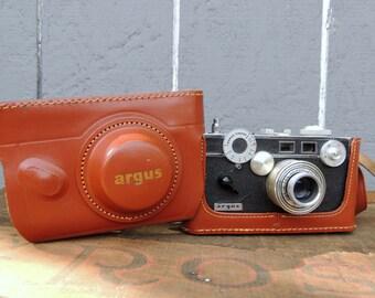 Vintage Mid Century ARGUS Rangefinder 35mm CAMERA w/ 50mm Argus Coated Cintar Lens & Top Grain Brown Cowhide Case