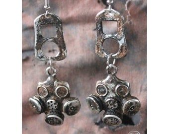 Fallout gas masks inspired earrings (very dirty)