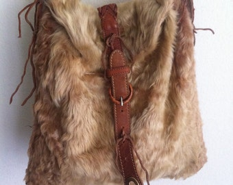 Vintage style fur shoulder bag.