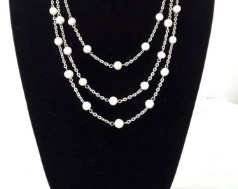 Stainless steel necklace and Baroque pearls. Lenght cm 170 with closure.
