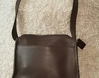 Women's Vintage COACH # A9Z-9053 Brown leather shoulder bag.
