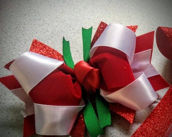 Red, green and white stacked bow