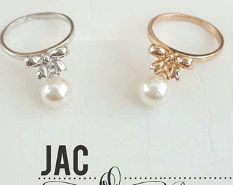Charm Ring: Bow with Pearl Ring