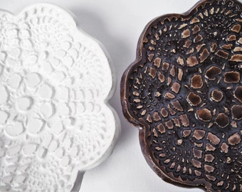 Small Earthenware Dish, Lace Print Ceramic, White or Brown Pottery Bowl, Soap Dish, Jewelry Dish, Candle Dish, Kitchen Decor, Home Decor