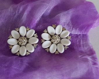Signed Lisner White Lucite Flower Rhinestone Clip On Earrings - Vintage Lisner Silver Earrings - 1960 Lisner Vintage White Flower Earrings