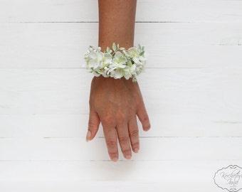 White wrist corsage Bridal flower accessories Flower bracelet Flower corsage Bridesmaids corsage Flower corsage Wedding floral accessories