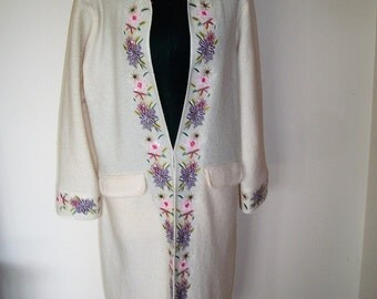 Vintage 1970's Cream/White Wool Coat With Embroidered Borders By Peck & Peck. Good Vintage Condition.  Size L