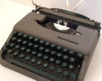 Smith Corona Skyriter Manual Portable Typewriter - Ultra Portable