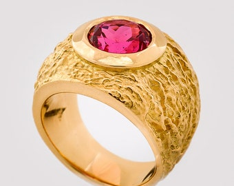 Ring • • yellow gold spinel