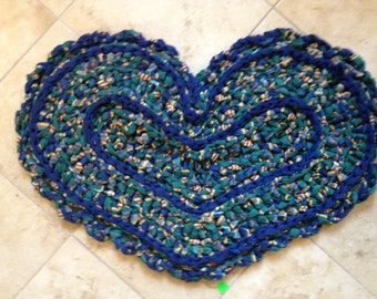 "30"" HEART CROCHETED RUG"