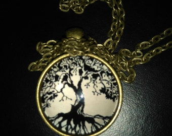Locket and chain in bronze, vintage tree
