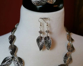 Metal beaded Necklace Set