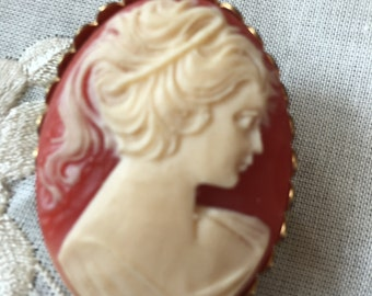 Cameo Vintage Brooches x 2.  Shell cameo brooches. Girl Cameo Brooches. Shell cameos.