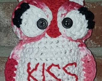 "Crocheted ""Kiss"" Valentine Owl"