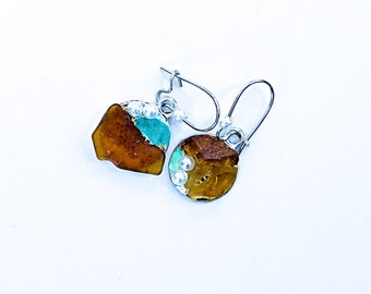 Earrings with brown and turquoise seaglass.