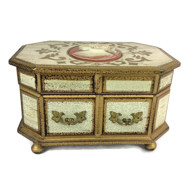 Jewelry box cameo wind up music box vintage jewelry for Vintage antique jewelry box