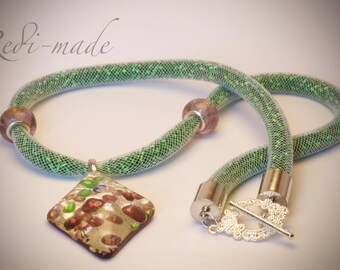 Necklace - Stardust mesh with green seed beads and a resin pendant (#259529)