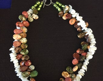 Earth tone beaded fashion necklace