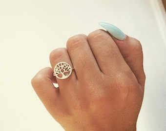 Beautiful silver detailed tree of life symbol ring