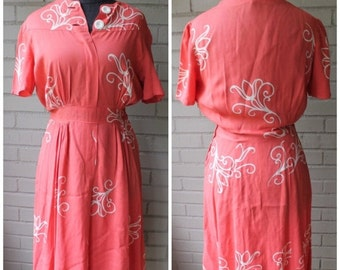 20% Off Entire Shop - 1940s Vintage Pink and White Flourish Dress - Size Medium