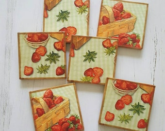 Set of 6 coasters in a summery Strawberry pattern