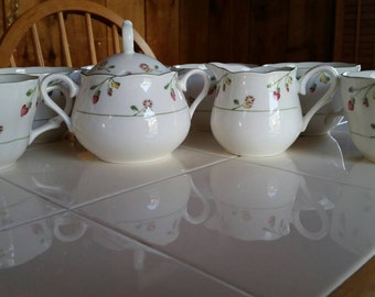 Provincial Designs NIKKO 6 tea cups, creamer and sugar bowl. Versailles pattern.