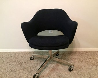 Knoll Eero Saarinen Swivel Chair Mid-Century Modern Eames Era