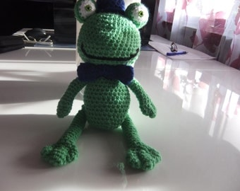 Knitted Frog.
