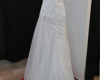 Wedding dress one-shoulder-Italian from sample/Bridal dress made in Italy