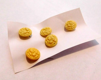 "9/16"" Yellow Retro Rose Buttons"