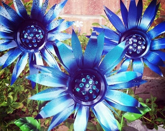 Metal Garden Stakes, Metal Yard Decoration Blue Flower Garden Stakes (Set of 3)