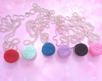 Oreo necklace/ kawaii/ miniature fake food/ oreo fake food/ fake food jewelry/ miniature oreo necklace/ food jewelry cookie necklace