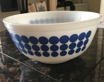 Pyrex Dot Bowl