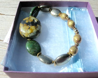 Handmade stretch bracelet with semi-precious stones