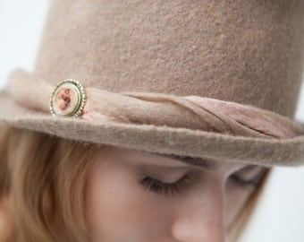 "Hat of felt ""going all the way I want"""
