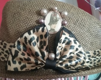 Hat cheetah ribbon with a touch of vintage
