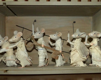Well curious mice - Diorama - papier-mache