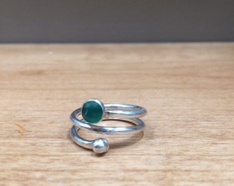 Silver spiral ring with Green(dyed) onyx