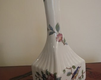 """Aynsley stem vase with sqaure shaped bottom with typical floral pattern""""pembroke""""18cm"""
