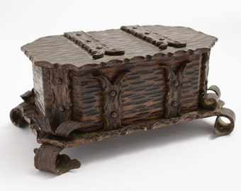 Arts & crafts bronzed trinket box (ID 48039)