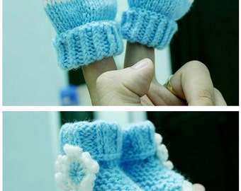 Baby shoes and gloves set