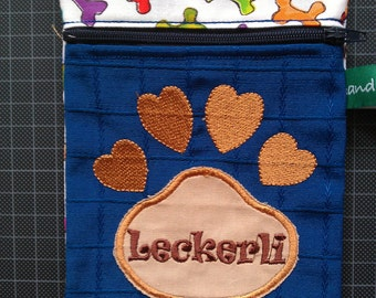 Lecklitasche/food bag for dogs, embroidered.