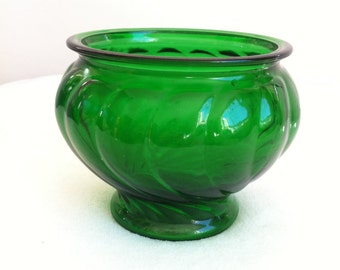 USA made Napco 1191 green glass vase! Stunning deep colour, use as a vase, pop plants in it!