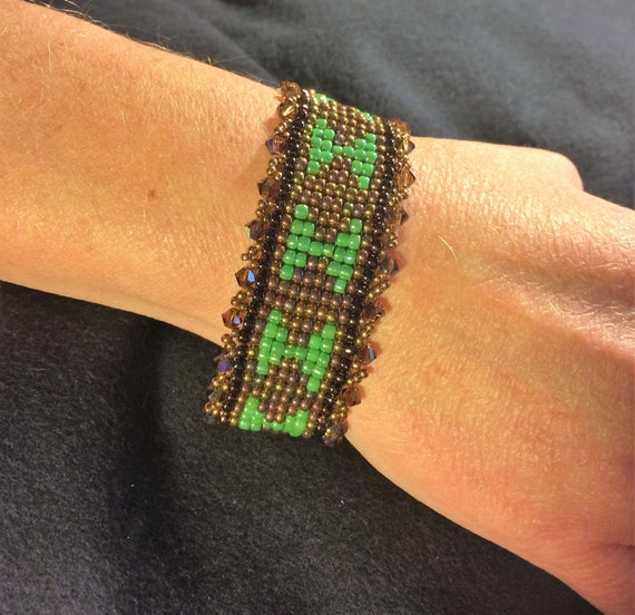 NO 78 Hand woven crystal and glass beaded bracelet