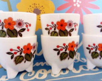 6 cups tripoded. Vintage.  Sixties. Flowers. Egg. Arcopal