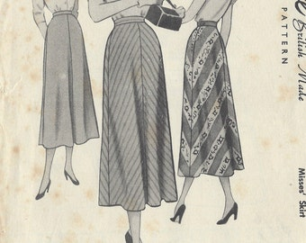 """1940s Vintage Sewing Pattern SKIRT W32"""" (R295) McCall 8018"""