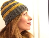 Crochet ribbed beanie hat with removeable pom pom gold and gray