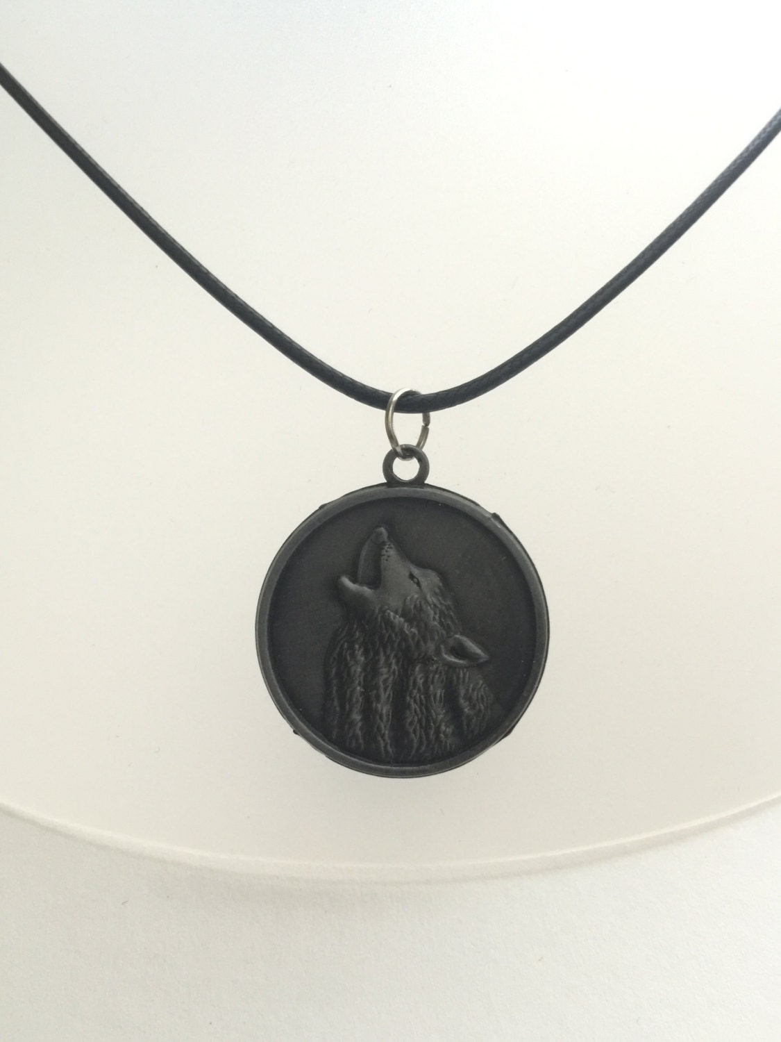 necklace howling wolf and catcher coin pendant pewter