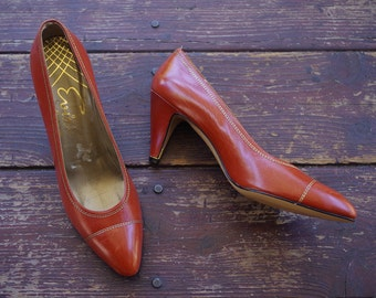 EVINS 1970's 80's Vintage Brown Soft Leather Designer Heels with Metallic Gold Thread // size 7.5 N // Made in ITALY