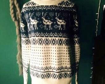 Vintage 1980's boho/hipster deer print sweater. size M